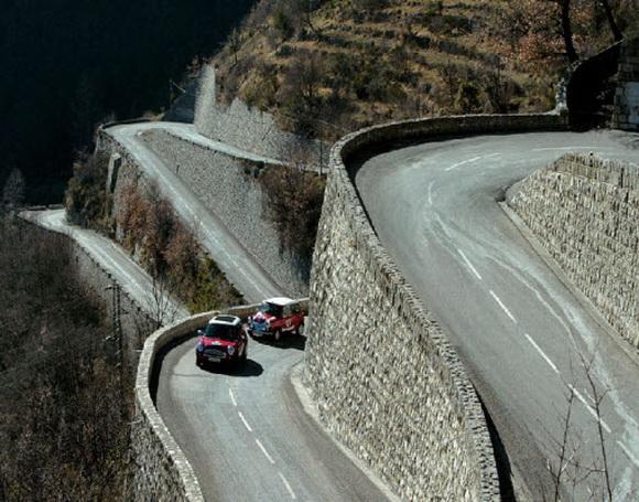 Top 15 al celor mai spectaculoase drumuri din lume