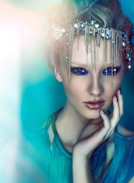 Machiajul in ton cu bijuteriile, un nou trend