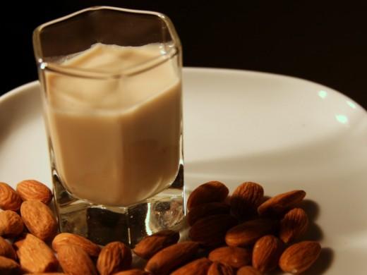 Beneficiile laptelui de migdale