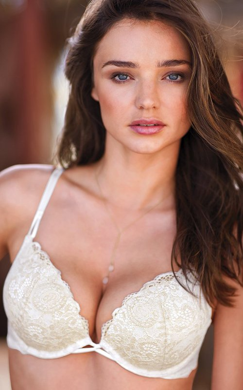 Mirranda Kerr a pozat pentru Victoria`s Secret