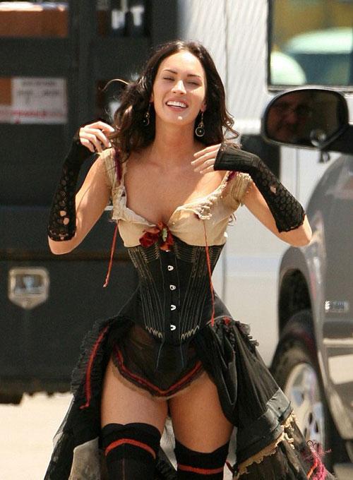 Celebritati care iubesc corsetul