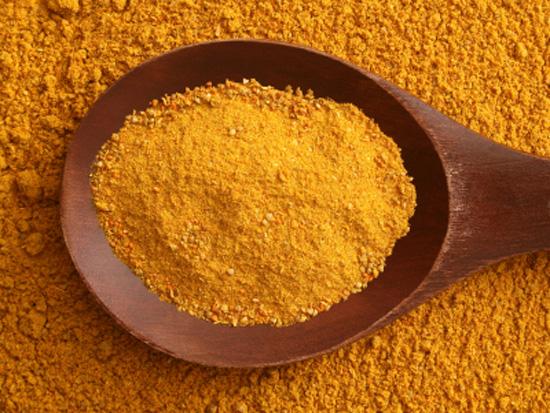 Boiaua de ardei si curry, doua condimente esentiale