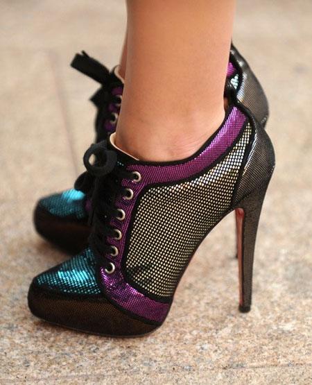 Spune-mi ce pantofi porti, ca sa-ti spun cine esti