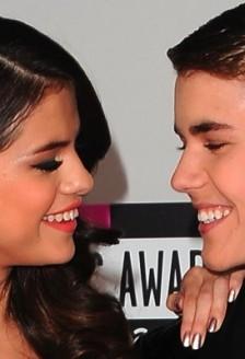 Justin Beiber o trateaza pe Selena ca pe o printesa