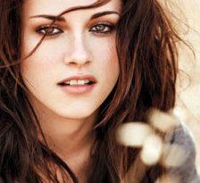 Kristen Stewart nu a folosit parfum inainte de campania la Balenciaga
